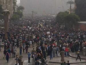 صورة بوسطة هاتفى لميدان التحرير ظهر يوم 29 يناير 2011