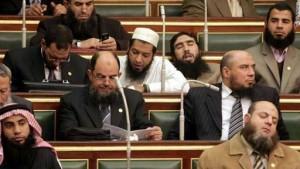 نواب حزب النور أثناء أول جلسة لبرلمان 2011 ، أول برلمان بعد ثورة يناير