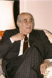 مصطفى أمين صحفى ليبرالى تربى فى بيت جده الزعيم سعد باشا زغلول و صاحب مدرسة صحفية مميزة