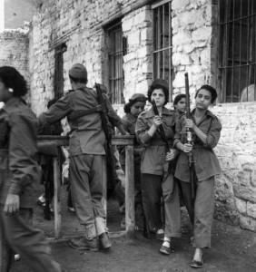 قد يكون من بينهن معارضات لعبد الناصر ولكنهن قررن حمل السلاح حباً للوطن