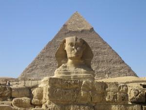 الدواعش تاريخياً حطموا أنف أبو الهول من قبل ليحطموا المصريين والآن يهددون أهرامات الجيزة
