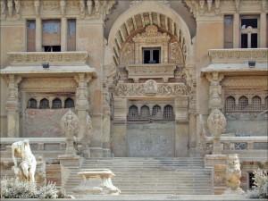 قصر البارون المبنى على طراز المعابد الهندوسية مهجور من ساكنيه الذين فضلوا العيش خارج مصر رغم أن جدهم هو الذى أسس ضاحية مصر الجديدة